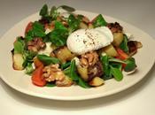 Salade mâche pommes terre, bleu, noix oeuf poché