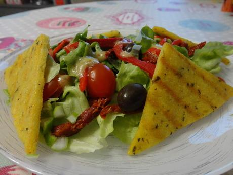 polenta grill e salade verte olives et tomates s ch es d couvrir. Black Bedroom Furniture Sets. Home Design Ideas