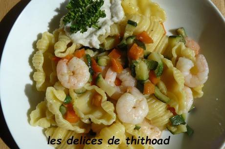 gnocchi rigati aux crevettes, petits légumes et crème de saint-jacques