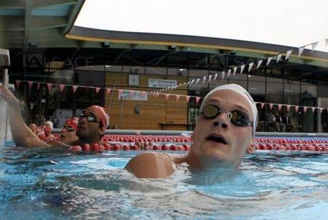 Yannick Agnel a partagé, hier, le bassin du centre d'entraînement du MON avec les nageurs mulhousiens dont le champion de France du 1 500 m, Enzo Vial-Collet. Photo Darek Szuster