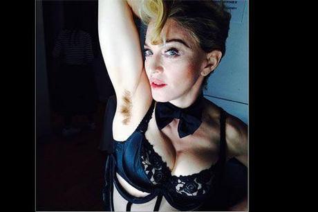 Madonna persiste dans la provocation : elle s'est fait greffer la foufoune sous une aisselle !
