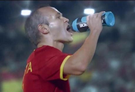 Powerade présente sa publicité Coupe du monde avec Iniesta