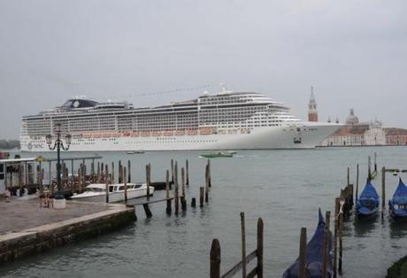 Le MSC Preciosa dans le bassin de San Marco le 5 avril 2014