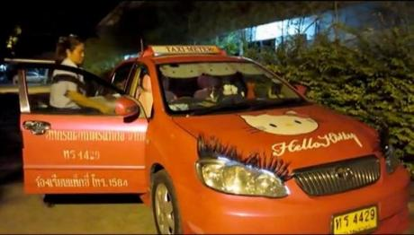 Bangkok:  le taxi et les policiers accoucheurs [HD]