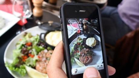 Un bon coup de fourchette avec son iPhone
