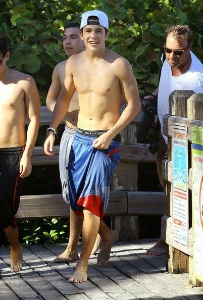 Austin Mahone : Top 5 de ses photos sexy à la plage !