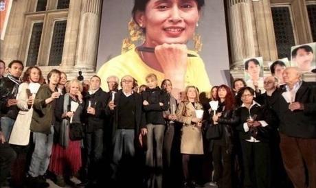 BESOIN DE VOUS. L'inlassable action des bénévoles et donateurs de France Aung  San  Suu  Kyi