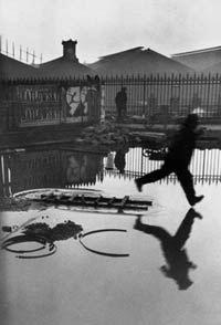DERRIÈRE LA GARE SAINT-LAZARE, PARIS, 1932 © HENRI CARTIER-BRESSON / MAGNUM PHOTOS, COURTESY FONDATION HENRI CARTIER-BRESSON