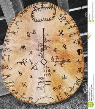 Tambour-traditionnel-de-sami-19451236