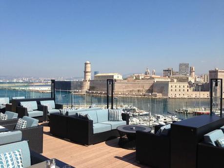 Chuuut on craque pour la toute nouvelle terrasse du sofitel marseille vieux port paperblog - La terrasse du port marseille ...