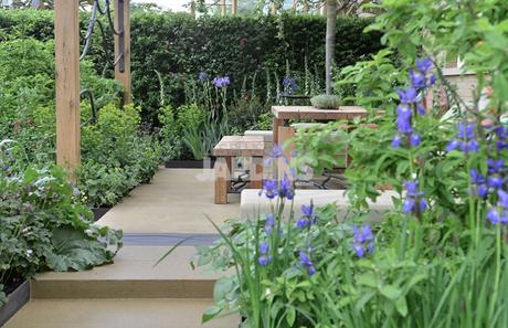 un jardin contemporain qui aime le bleu voir. Black Bedroom Furniture Sets. Home Design Ideas