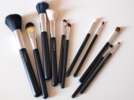 De l utilisation des pinceaux en maquillage voir - Pinceaux maquillage utilisation ...