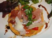 Tarte tomme chèvre pyrénées, tomates crues, jambon copeaux