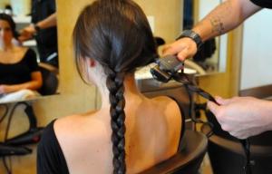 5 fa ons de friser ses cheveux avec son fer plat paperblog. Black Bedroom Furniture Sets. Home Design Ideas