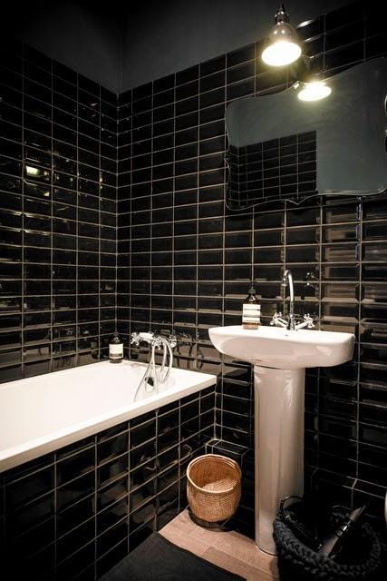 Lyon appartement d 39 h tes total look gris et bleu encre for Salle de bain carrelage noir