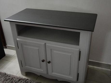 Table et chaises de jardins relook es lire - Meuble peint en gris ...