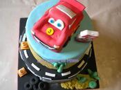 """gâteau """"Cars"""" avec voiture Flash Mcqueen (pâte sucre)"""