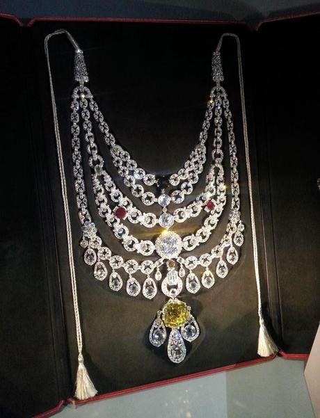 quand la parisienne ouvre sa bo u00eete  u00e0 bijoux