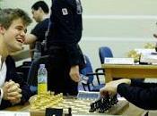 Échecs Carlsen tête Dubai