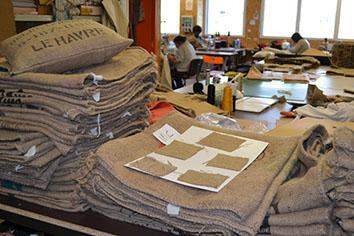 vivez l t dehors avec la toile de jute du sac de caf recycl paperblog. Black Bedroom Furniture Sets. Home Design Ideas