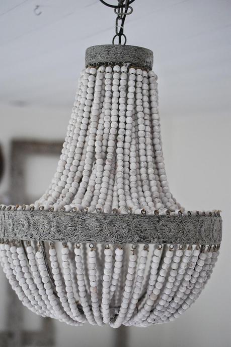 coup de coeur lustre en perles de bois paperblog. Black Bedroom Furniture Sets. Home Design Ideas