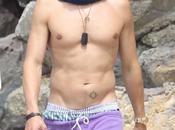 SEXY Orlando Bloom, shirtless beach