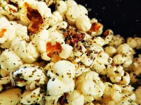 Pop Corn parmesan-tomates séchées et basilic