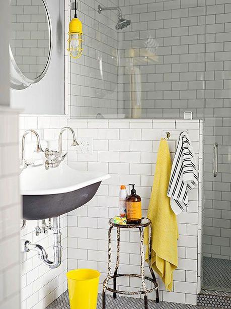 Inspiration couleurs noir blanc jaune et rayures paperblog - Accessoire salle de bain jaune ...