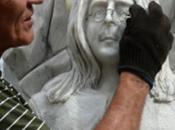 première statue John Lennon marbre érigée dans l'Altaï