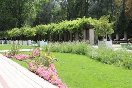 Paris bucolique pause d tente dans le parc de bercy for Jardin yitzhak rabin