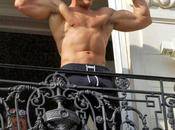 Jean-Claude Damme torse balcon