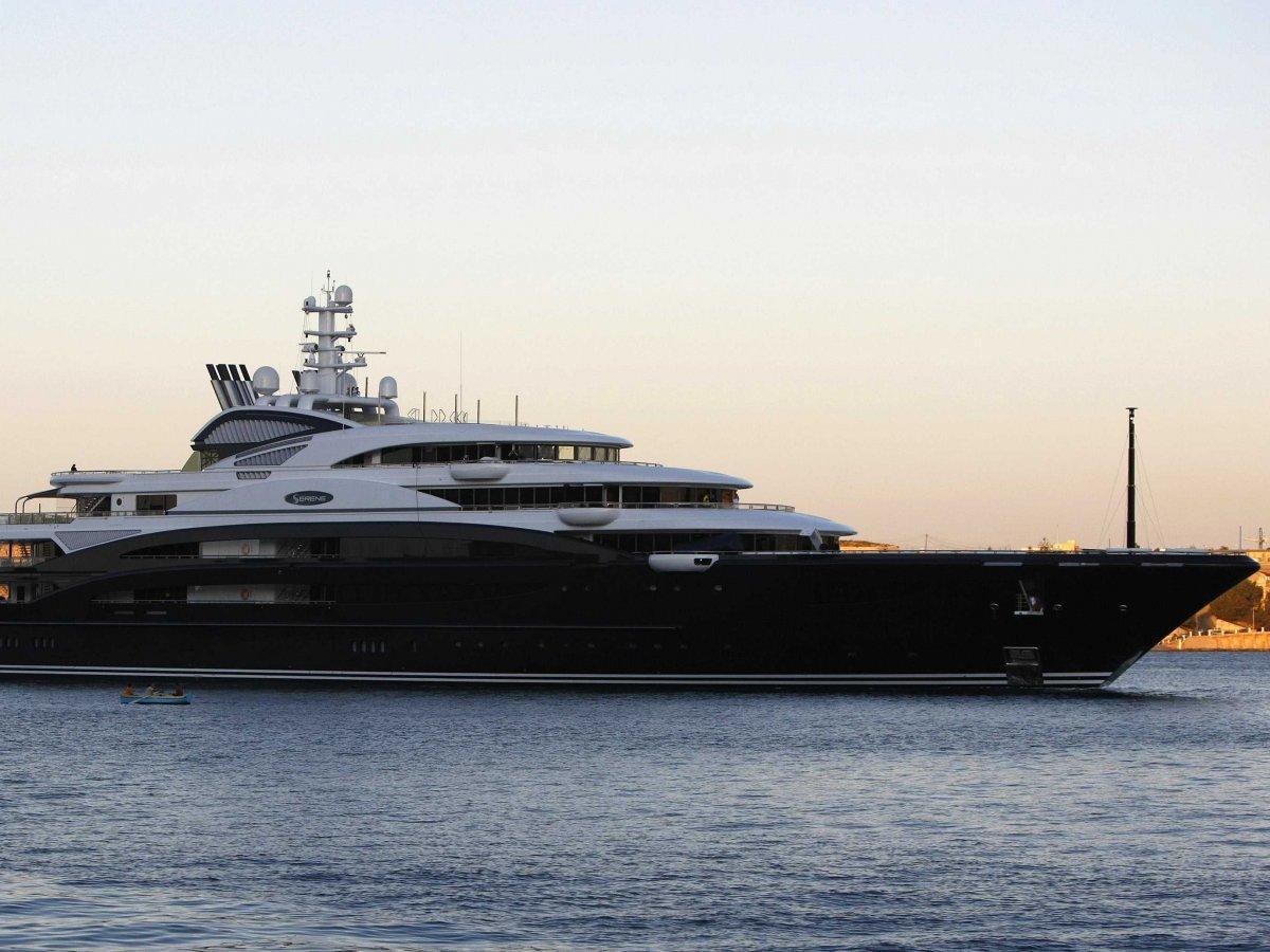les yachts les plus chers du monde et les milliardaires qui les poss dent d couvrir. Black Bedroom Furniture Sets. Home Design Ideas