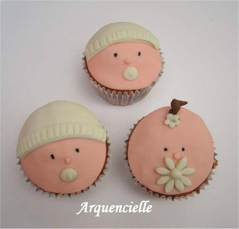Tutoriel vid o des cupcakes t te de b b naissance baby shower lire - Fete pour naissance bebe ...