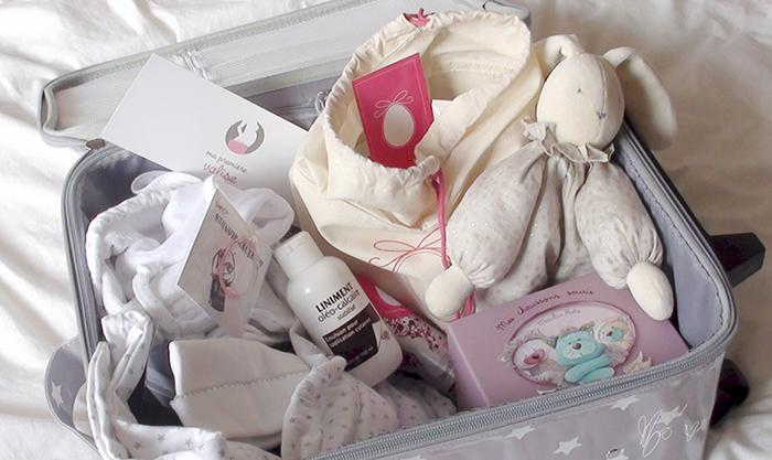 je pr pare ma valise de maternit pour le b b d couvrir. Black Bedroom Furniture Sets. Home Design Ideas