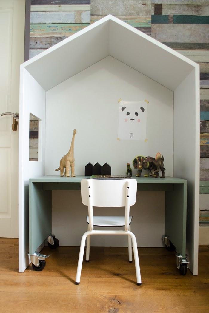 chambre d 39 enfants 10 un bureau d 39 enfant dans une cabane d couvrir. Black Bedroom Furniture Sets. Home Design Ideas