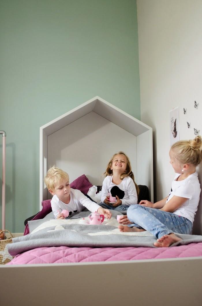 Chambre d 39 enfants 10 un bureau d 39 enfant dans une - Chambre enfant cabane ...