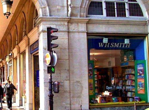 librairies-parisiennes-wh-smith-L-WPR2qF