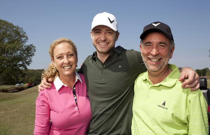 Avec Lynn Bomar (sa maman) et Paul Harless (son beau père)