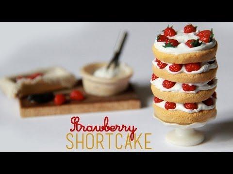 ... et aux fraises en pâte fimo grâce à ce tuto de Toni Ellison