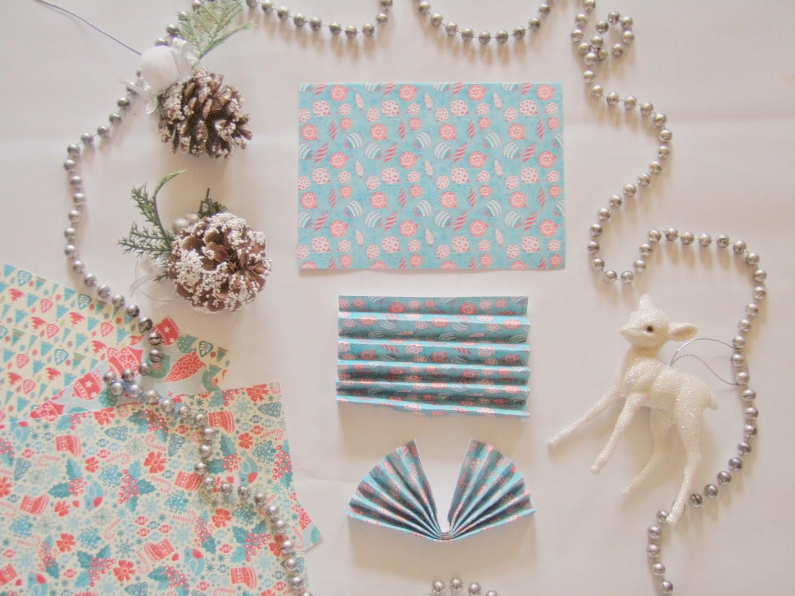 diy une guirlande de no l en origami paperblog. Black Bedroom Furniture Sets. Home Design Ideas