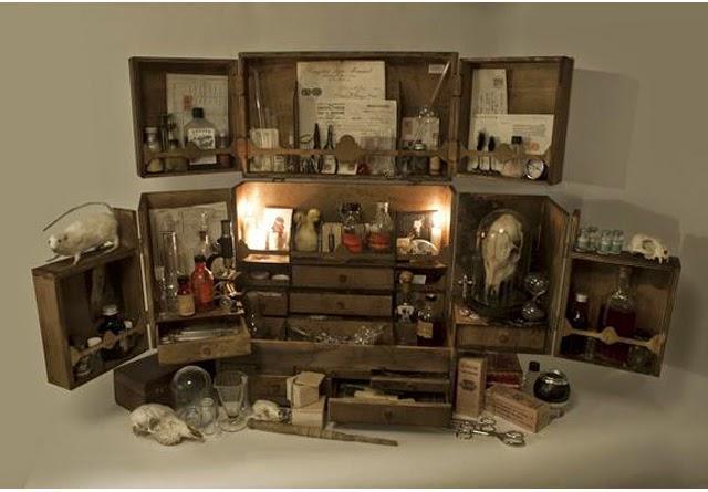 je mets quoi dans mon cabinet de curiosit s paperblog. Black Bedroom Furniture Sets. Home Design Ideas