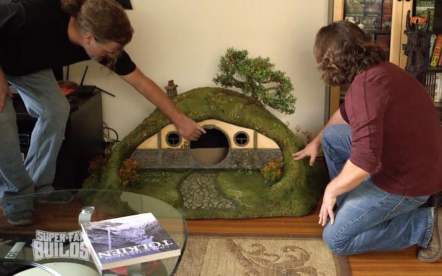 ils construisent une maison de hobbit pour chat paperblog. Black Bedroom Furniture Sets. Home Design Ideas