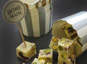 Petits cubes fudge chocolat blanc cranberries séchées pistaches offrir cadeaux gourmands