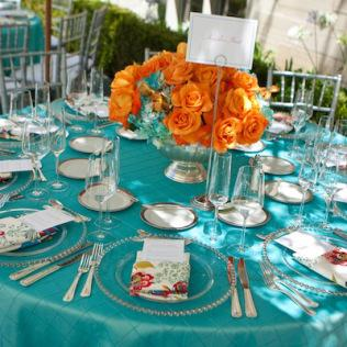 d coration de table de mariage en turquoise et corail. Black Bedroom Furniture Sets. Home Design Ideas