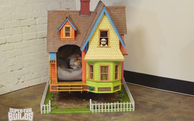 Cette niche pour chien est une superbe r plique de la - Comment fabriquer une niche pour chien facilement ...