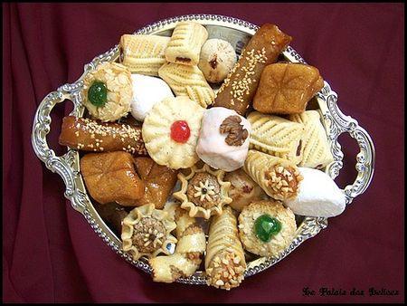 ضيفتنا لهادا الاسبوع الاخت الغالية  مو مغرورة فهمو كح - صفحة 4 Assortiment-patisseries-algeriennes-tradition-L-1