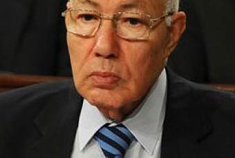 Abdelaziz <b>Ben Dhia</b>, un homme politique qui connaissait bien ses limites. - abdelaziz-ben-dhia-homme-politique-connaissai-T-491ysk