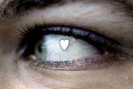 les-implants-extra-oculaires-la-nouvelle-mode-venue-des-pays-bas-01