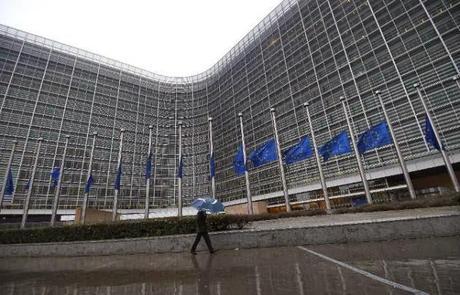 Bruxelles accorde deux ans à la France pour ramener son déficit sous les 3%