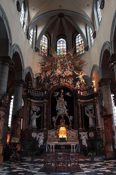 Verrière de l'Eglise Saint-Nicolas à Mons par le maître verrier fleurusien Bernard Tirtiaux